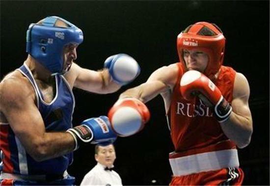 боксеры в шлемах
